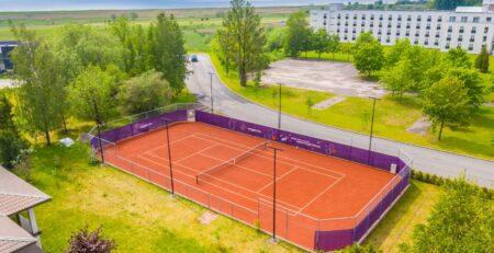 MyGames tenniseväljak Pärnus TopClay kattega