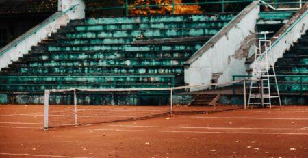 Kadrioru tennisekeskuse saviliiva väljak sügisel