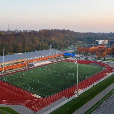 Aerofoto kunstmuru kattega jalgpalliväljakust