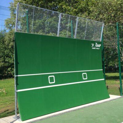 Tenniseväljaku paraboolne RAAP põrkesein