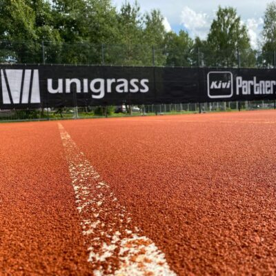 Tenniseväljaku tuuletõkke foon